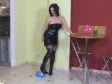Amateurvideo Ballon-Crushing von SweetLongLips